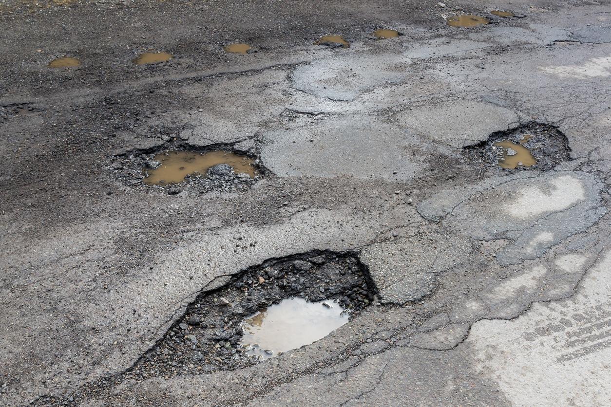 Calgary Paving Experts Share 4 Asphalt Maintenance Tips